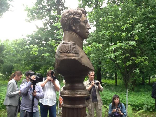 Памятник московскому генерал-губернатору Дмитрию Голицыну