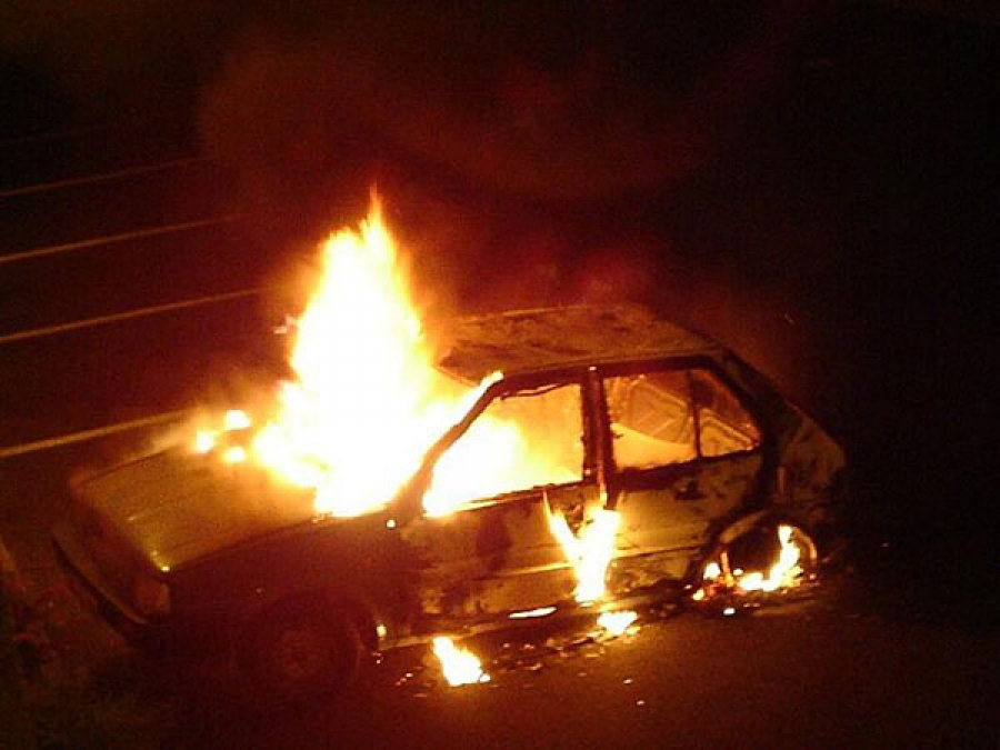 Автомобиль горит